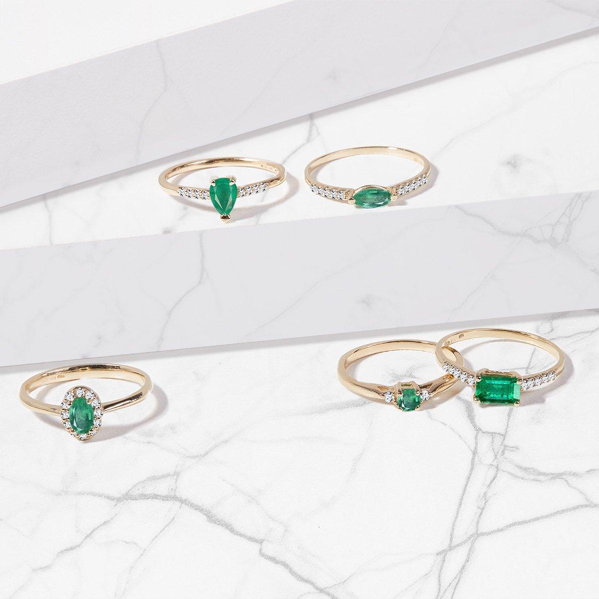 Emerald yellow gold ring